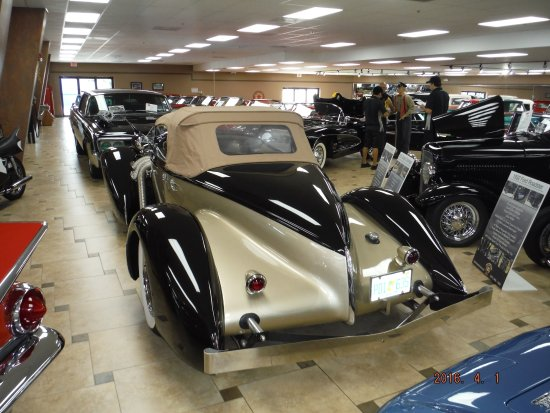 Rear view of the boat tail speedster - Picture of Ideal Classic Cars