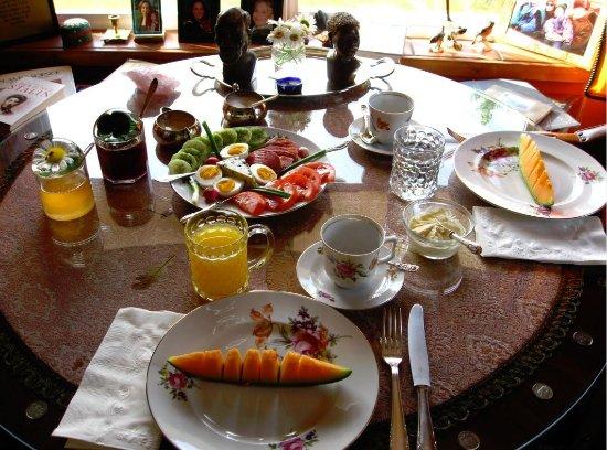 108 Mile Ranch, แคนาดา: European-style breakfast, an Arcona House specialty.