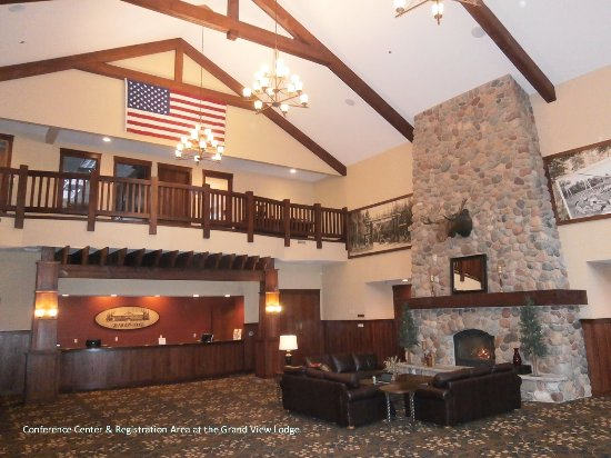 Nisswa, MN: Grand Lobby in Conference Center