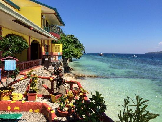 Kaputian Beach, Φιλιππίνες: The Red Parrot Inn