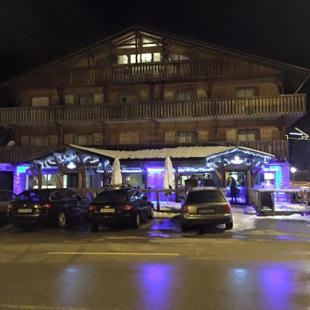 Chamois D'Or Hotel & Spa: Great food, good company and fabulous skiing!