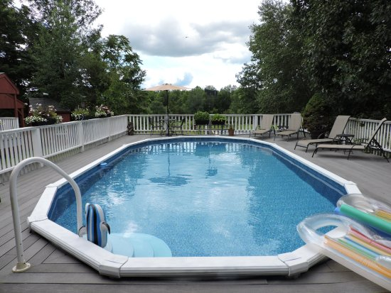 Modena, NY: Pool overlooking the grounds