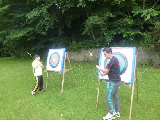 Blairgowrie, UK: Picking up our arrows :)