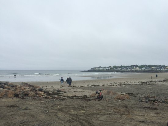 Short Sands Beach: It was cold and rainy beahc was empty but still beautiful