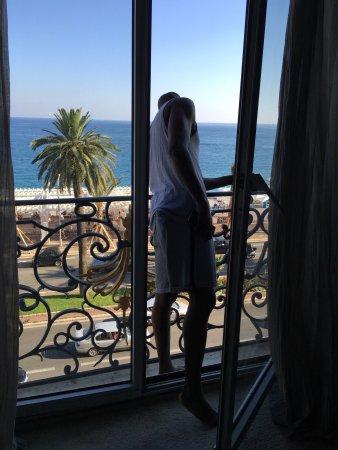 Hotel Le Royal: Belle Chambre rénovée, ultra spacieuse avec vue sur la mer. Le lit de 2 m est un réel plaisir ma