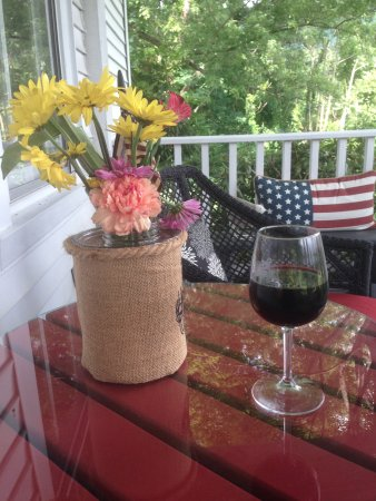Lovingston, VA: My relaxing evening on the front porch
