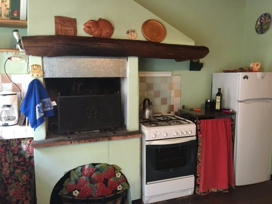Aquilea, Italia: Charming kitchen in apt at Abbacca-la.