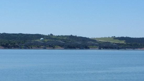 Оакома, Южная Дакота: bridge from across marina