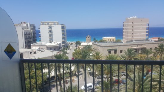 ALS Hotel : Perfect location close to a windy beach with Turkey in the horizon.(5th floor)