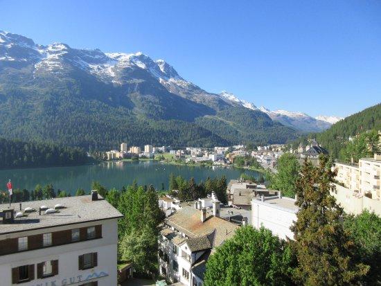 Hotel Schweizerhof: Beautiful daytime view