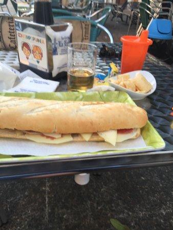 Alburquerque, Испания: Bocadillo de jamon y queso curado