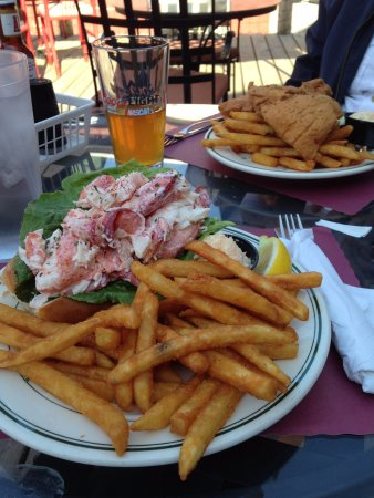 Eastport, Мэн: lobster roll meal (can barely see the roll for the lovely lobster!)