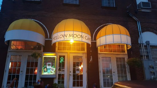 Yellow Moon Cafe: Exterior pics (love the moon wall)