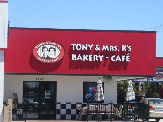 Manteca, كاليفورنيا: Tony & Mrs. K's Bakey- Cafe, Manteca, CA