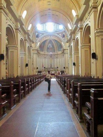 Basilica Catedral de Huancayo : Bella arquitectura y lugar de recogimiento.Consagrada a la Santisima Trinidad.d