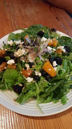 Yellow Moon Cafe: Blackberry and peach salad....WONDERFUL!