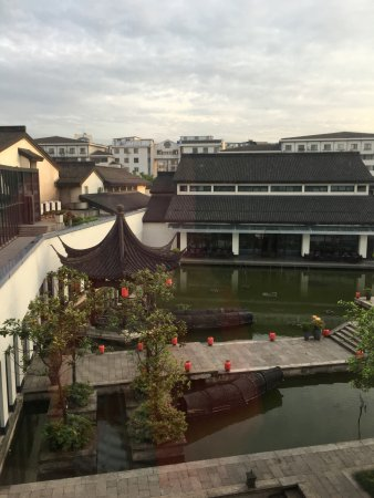 Shaoxing, China: 酒店內的湖景