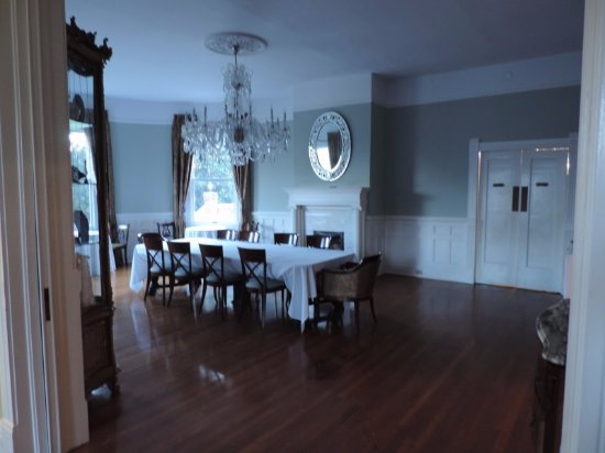 Covington, Τζόρτζια: Beautiful dining room...I took these super early in the morning, when the sun is up its full of