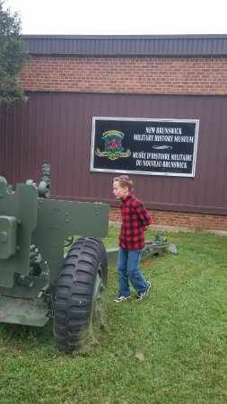 Oromocto, Canadá: Lots of army vehicles to look at
