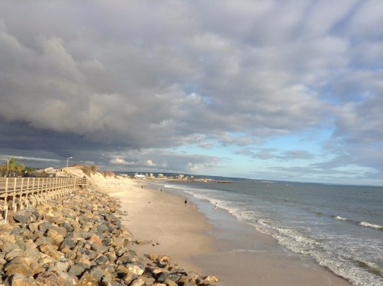 West Beach, Αυστραλία: Storm clouds over the Beach at Adelaide Shores Caravan Park