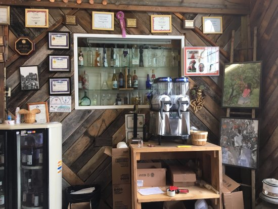 Bedford, VA: Bar back with scattered knick knacks