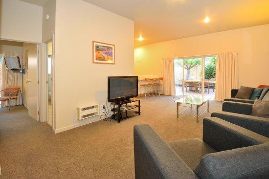 Ocean Beach Motor Lodge : One bedroom lounge