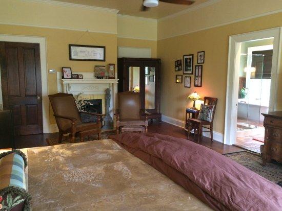 Lane Street Inn Shelbyville: Frank Lloyd Wright room