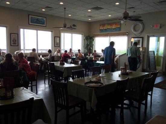 Long Beach, Mississippi: Inside dining area of Steve's Marina Restaurant.