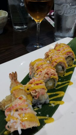 Rice Lake, Ουισκόνσιν: Godzilla roll and hibachi shrimp -- delicious!