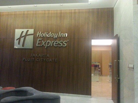 Holiday Inn Express Jakarta Pluit Citygate: Connecting Door To Emporium Mall