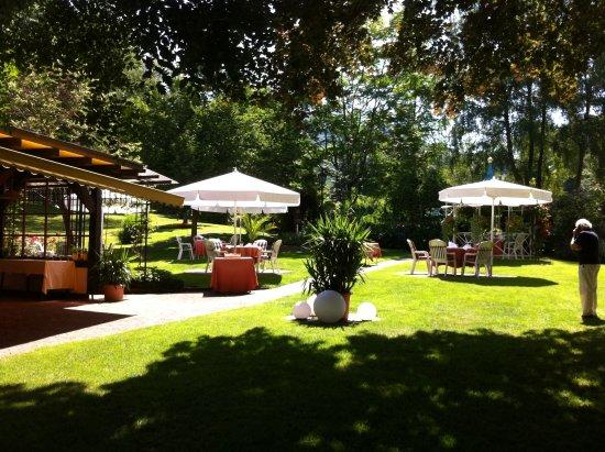 Sasbachwalden, Tyskland: Tische im Park