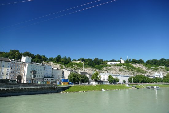 Salzburgo, Austria: Über die Salzach zum Mönchsberg