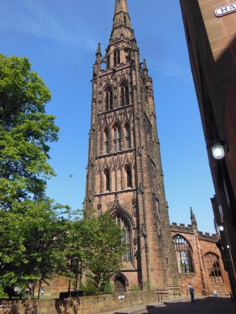 Ковентри, UK: St. Michaels's West Tower and spire, old cathedral,