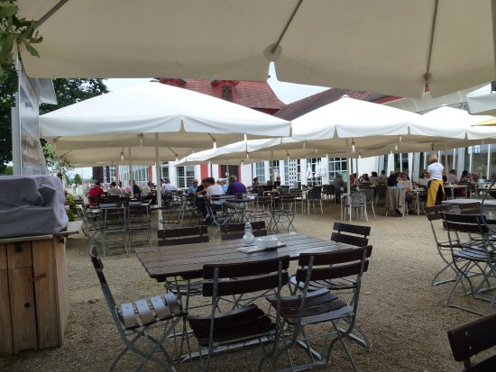 Memmelsdorf, Alemania: The outside seating area