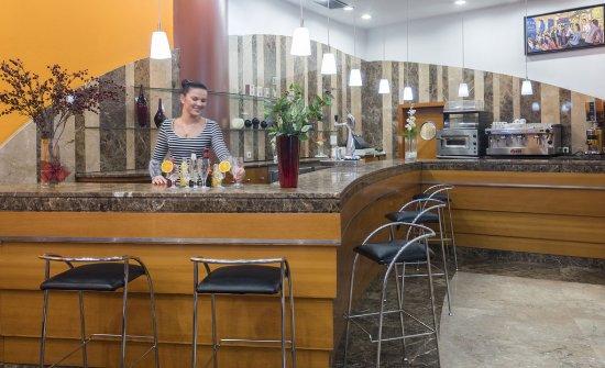 Hotel aparthotel serhs cosmos andorra parroquia de for Habitaciones familiares andorra