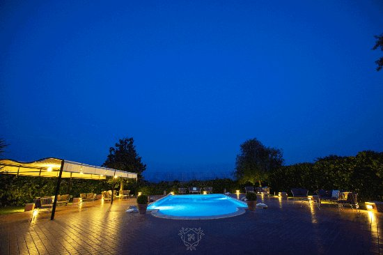 Province of Caserta, Italia: La piscina di sera