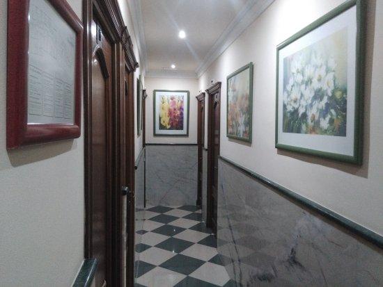 Las Americas: corridor to rooms