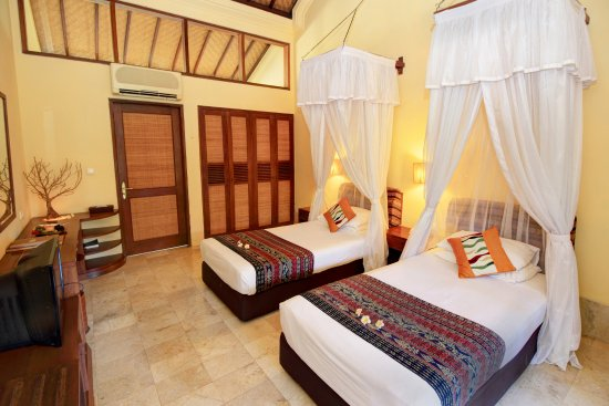 Banyuwedang, Ινδονησία: Patio Twin Room and all Patio has balcony, pond and overlooking to garden view