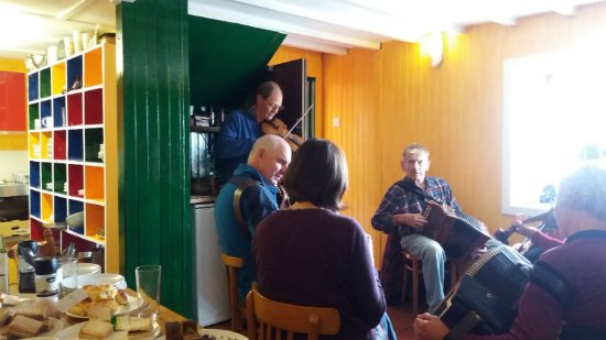 Achiltibuie, UK : Kitchen sometimes comes with music!