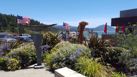 Port Orford, OR: Gorgeous sculpture garden and patio
