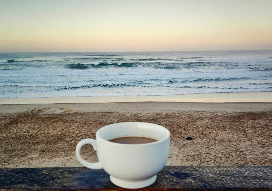 Afrovibe Adventure Lodge: Grab a coffee downstairs and take a walk to beach.