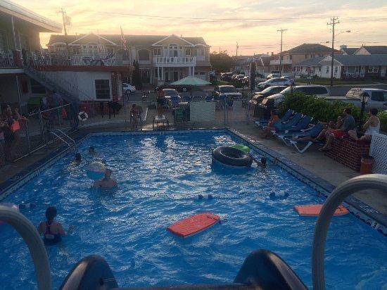 Sea Chest Motel : Slide view :)