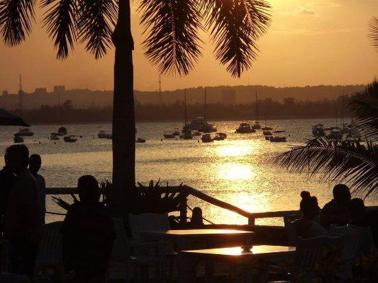 Ngalawa Seafront Restaurant: Ngalawa Seafront - Beautiful Wedding Setup - Best Western Coral Beach Hotel
