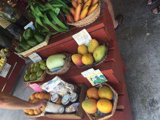 South Kona Fruit Stand: photo2.jpg