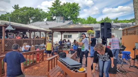 Newaygo, MI: Live music out on the deck