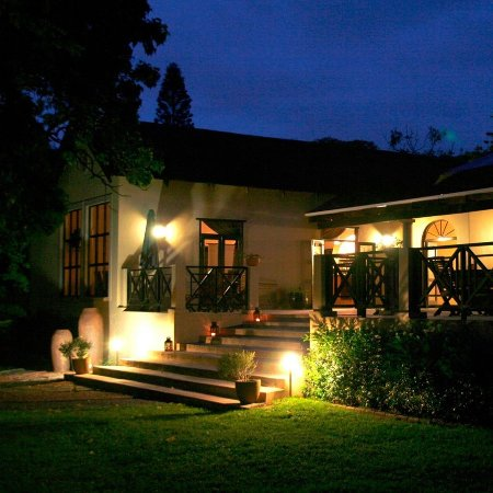 Umdlalo Lodge: Outside view at night