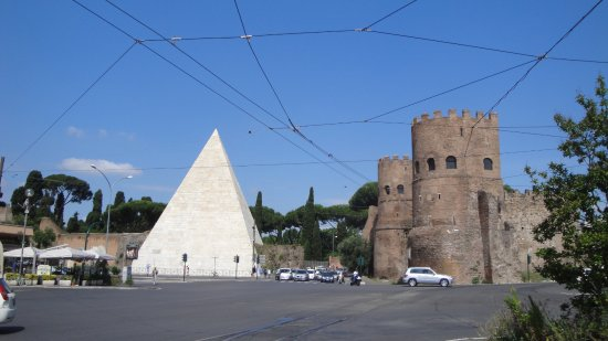 piramide 1 picture of piramide cestia rome tripadvisor