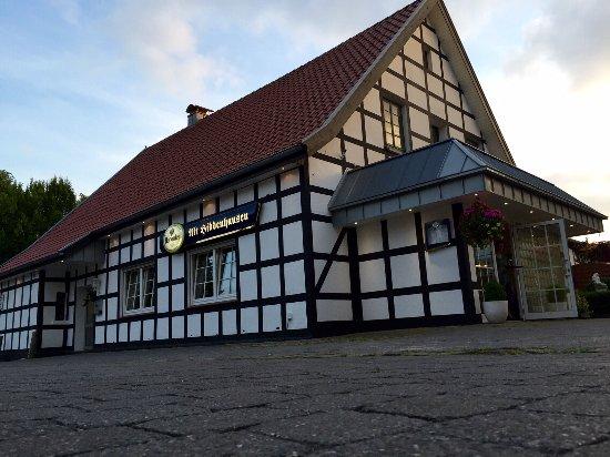 mitten auf dem Dorfplatz liegt das Alt Hiddenhausen