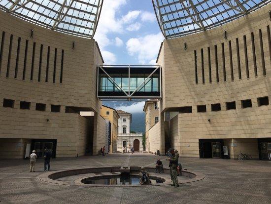 Mario botta rules foto di museo di arte moderna e for Museo d arte moderna e contemporanea di trento e rovereto