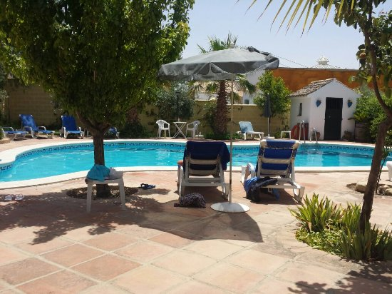 Osuna, Espanha: hotel pool and view from our room